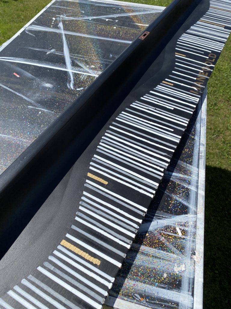 this is an old piano cover from a Manegold piano painted in commission for a client. Unique and vibrant artwork in black, white and golden by german woman artist Astrid Stoeppel
