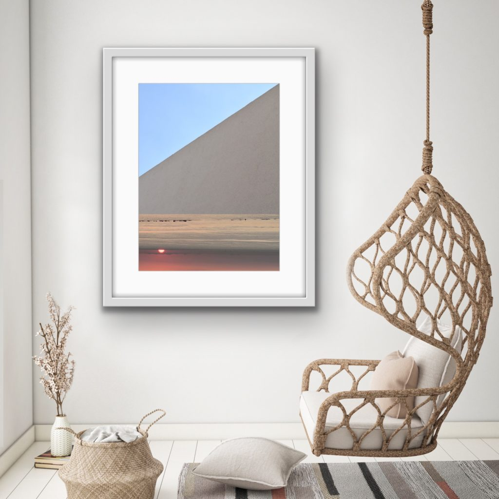 Surreale Fotokunst von PhotoArt - Astrid Stoeppel. Stoeppel ist eine deutsche Malerin und experimentiert auch gerne mit der Kamera. Fotos und Foto-Collagen von Astrid Stoeppel sind online erhältlich bei Saatchi Art.